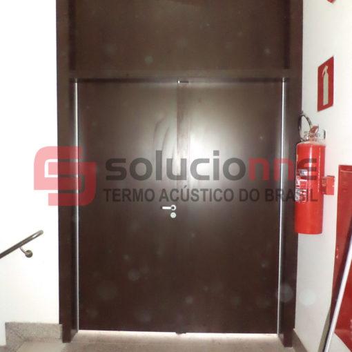Porta Acústica de Madeira de 186cm x 302cm e Porta Acústica de Alumínio de 90cm x 210cm PHV Engenharia