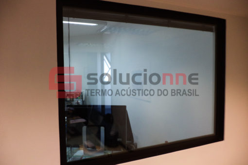 Porta Acústica de Madeira e Visor Acústico no Hotel Ouro Minas