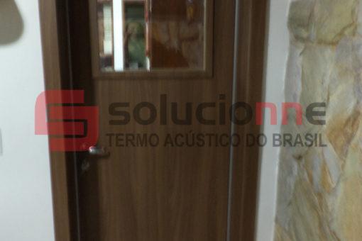 Porta Acústica de Madeira em Belo Horizonte
