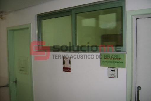 Porta Acústica de Madeira 73cm x 210cm e Visor Acústico 60cm x 148cm na Audibel